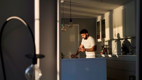 Dyar Al-Ashtari har tjent millioner av kroner på søkemotoroptimalisering i USA. Her i leiligheten han leier i en av Sandviksbodene i Bergen.