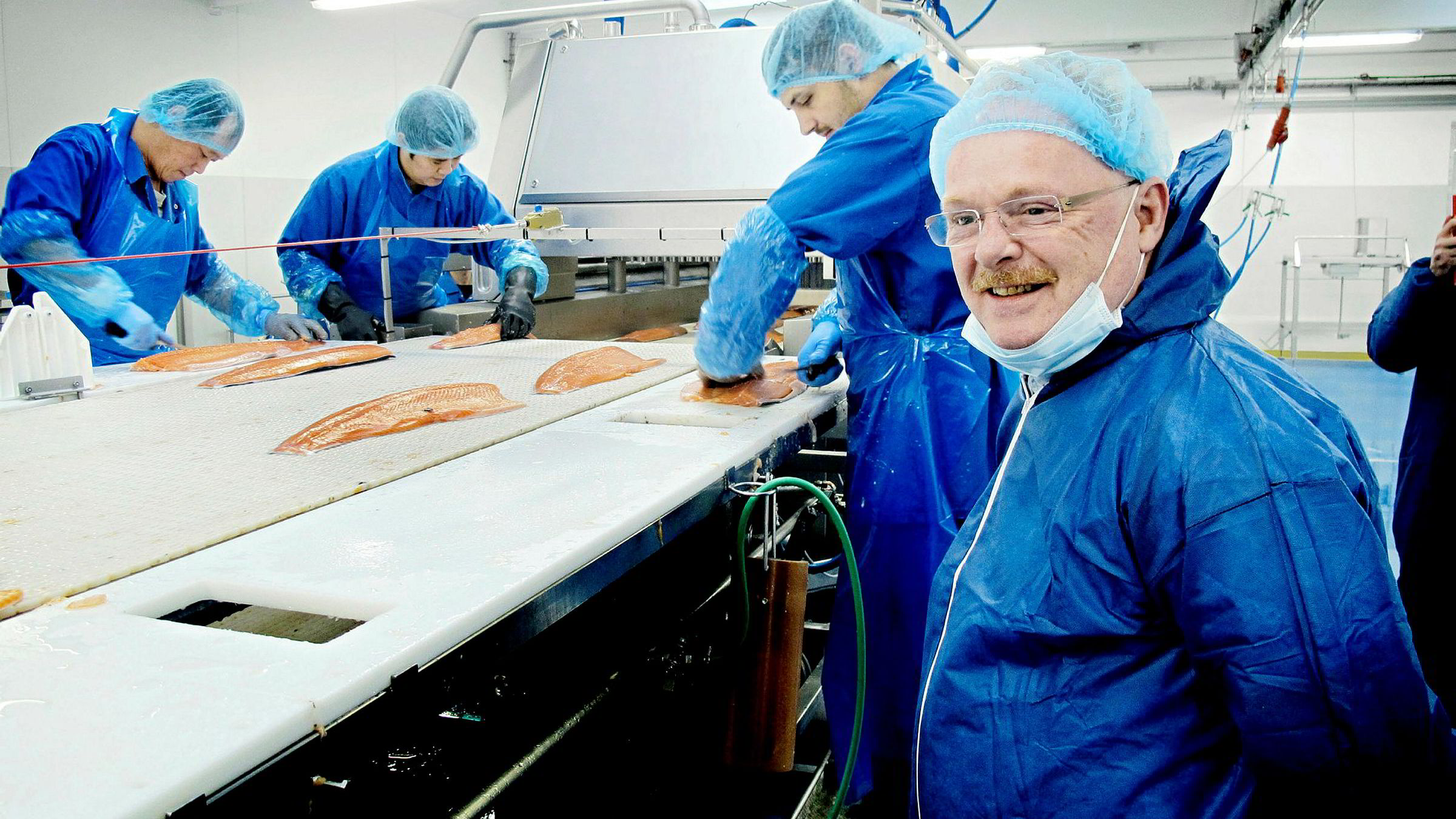 Fiskeriminister Per Sandberg er innkalt som vitne i søksmålet kommunikasjonssjef Frode Reppe i Norske Sjømatbedrifters Landsforening (NSL) har rettet mot sin arbeidsgiver.