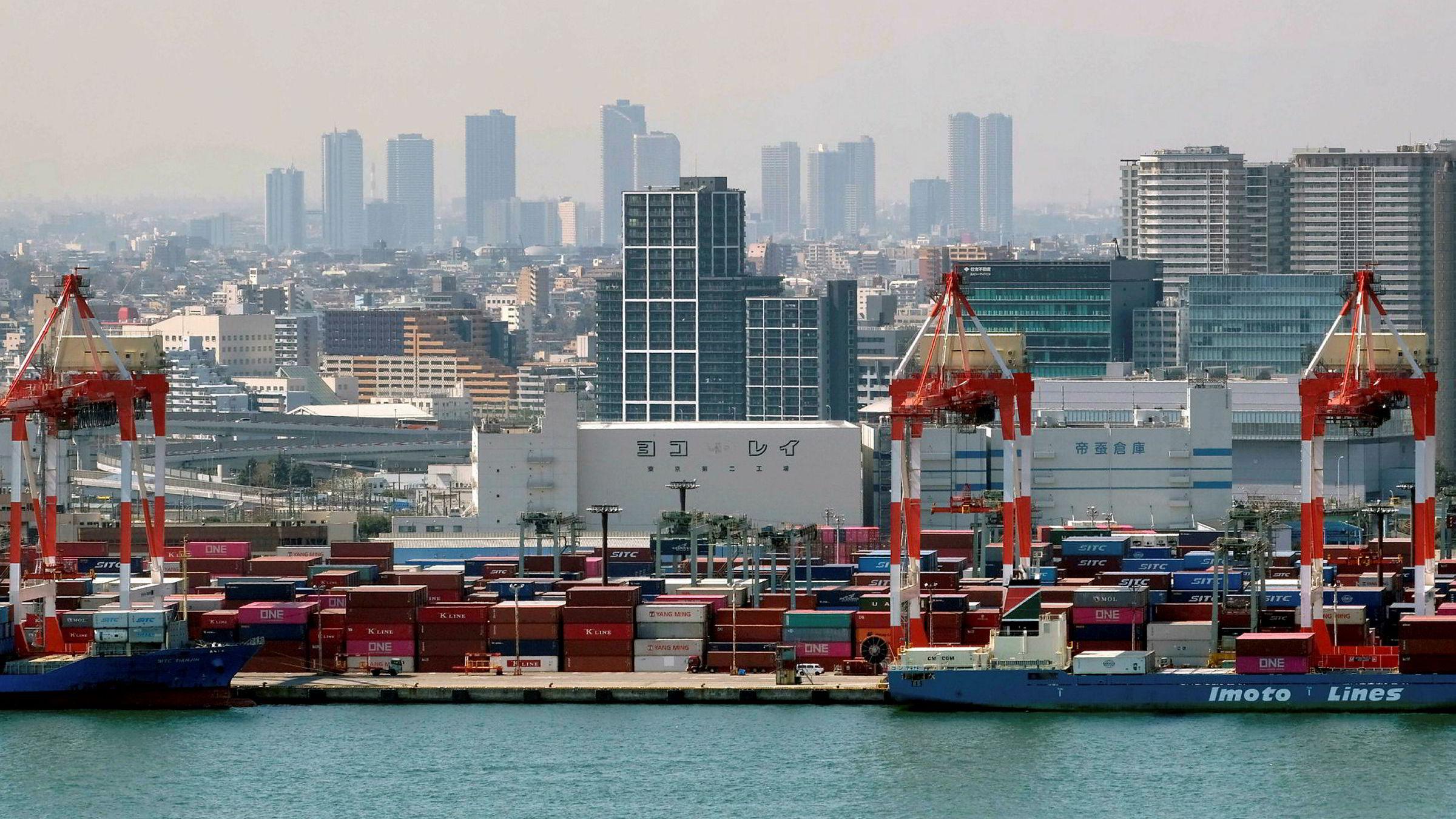 Den japanske eksporten har falt i 17 måneder. Koronapandemien og nedstengning av land over hele verden har forsterket dette. Her fra Tokyo-havnen.