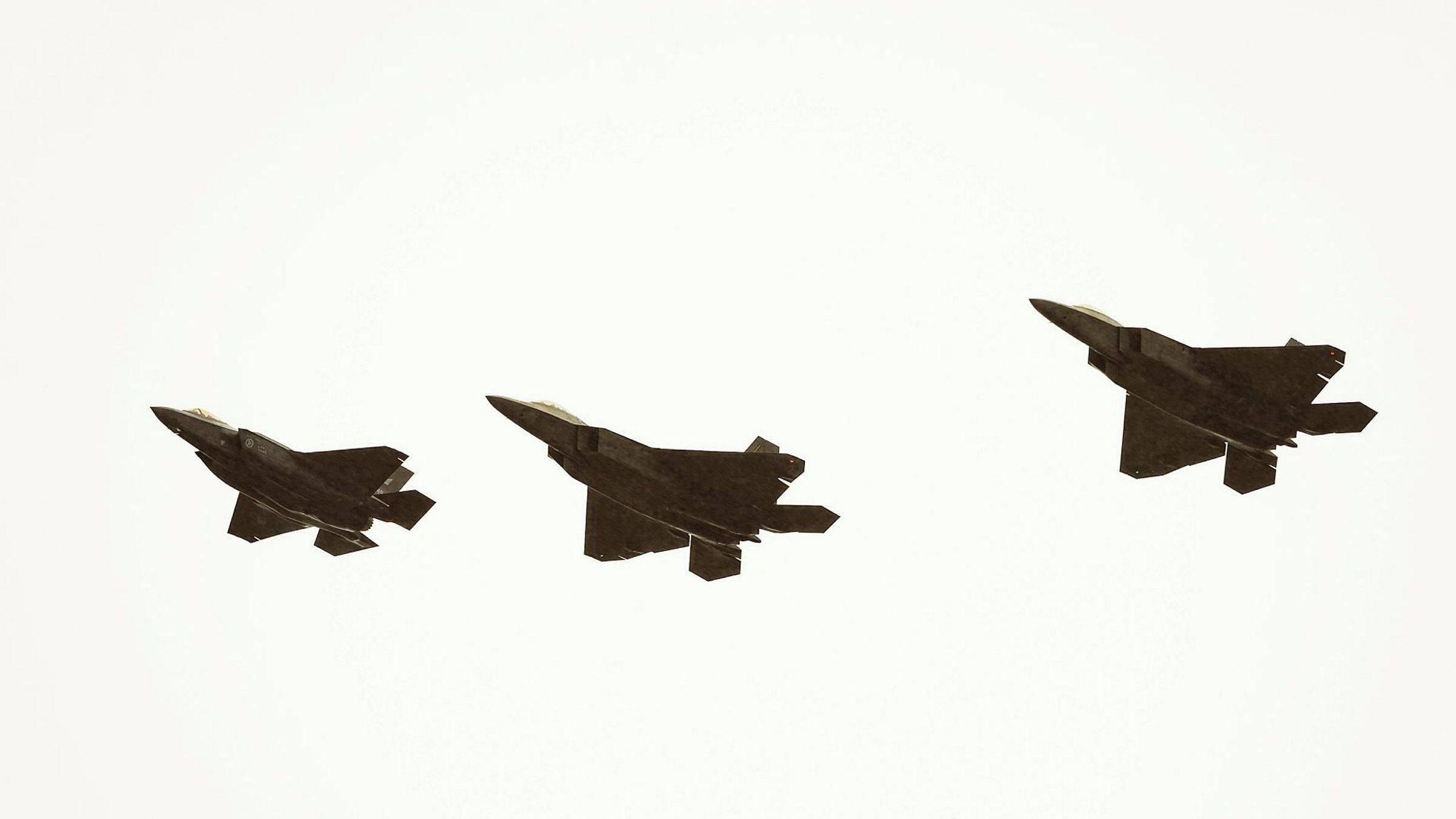 Fra første fellestrening for F35 og F22 på Ørlandet flystasjon.
