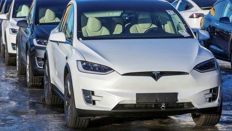 Det er på tide å starte nedtrappingen av momsfritaket for Tesla X og andre elbiler.