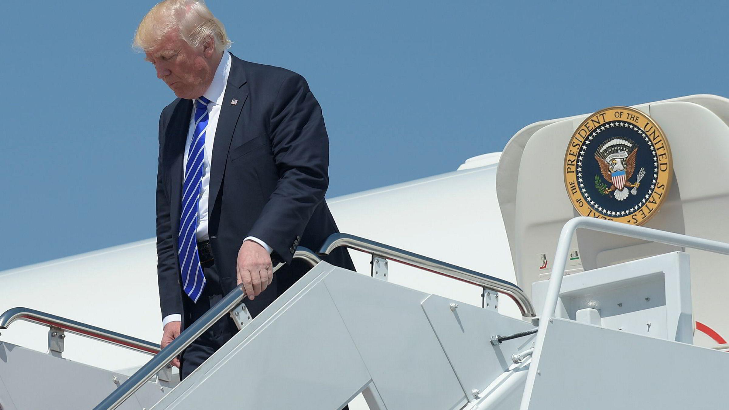USAs president Donald Trump her avbildet på vei ut av presidentflyet Air Force One denne uken.