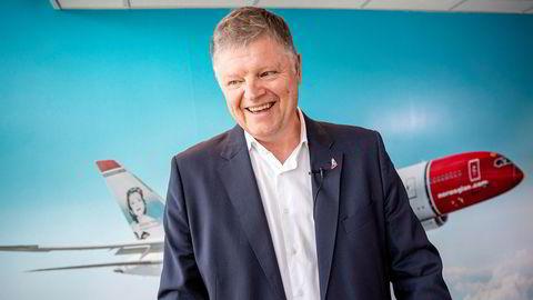 Småaksjonærene har ikke hatt høy prioritet hos Norwegian-sjef Jacob Schram. Sammen med meglerhusene Danske Bank, DNB og ABG Sundal Collier har han gitt en gruppe superinvestorer muligheten for å tredoble innsatsen på få dager.