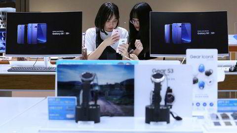 Samsung har lagt bak seg skandalene det siste året og la på fredag frem det beste kvartalsresultatet i selskapets historie.