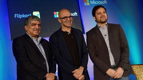 Microsofts konsernsjef Satya Nadella (midten) møtte nylig grunnleggerne av det indiske netthandelsstedet Flipkart. Nå deltar Microsoft, Ebay og Tencent i en kapitalutvidelse som verdsetter selskapet til 11,5 milliarder dollar.