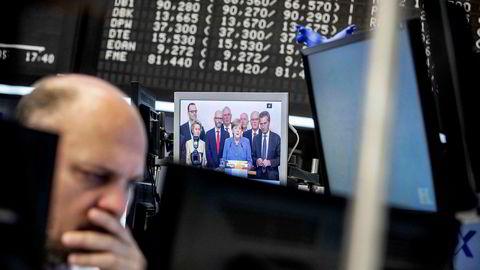Frankfurt-børsen falt litt mandag morgen etter Angela Merkels svake valgresultat.