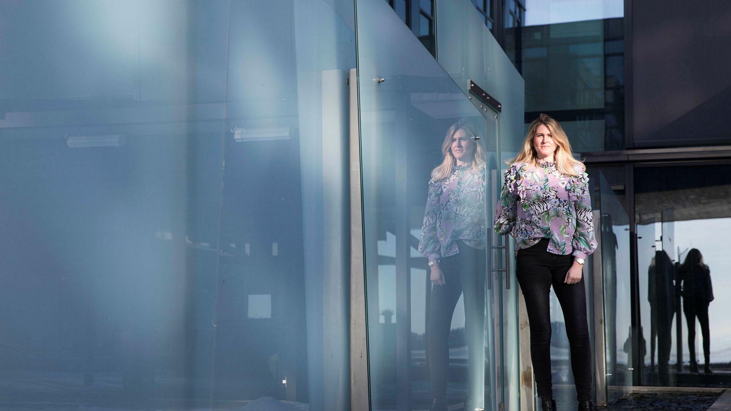 Kommersiell direktør Lene Iren Oen i Komplett har valgt å droppe mediebyråer.