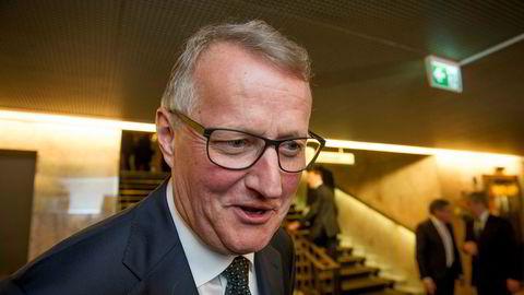 Konsernsjef i DNB, Rune Bjerke skal kutte enda mer. Her på vei inn til festmiddag på Grand etter sentralbanksjefens årstale denne uken.
