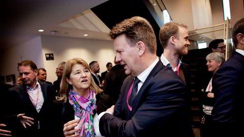 Toppsjef Mads Andersen i Aibel (i midten) er blant de norske leverandørene som kan feire etter at Statoils konserndirektør for prosjekter Margareth Øvrum (til venstre) torsdag delte ut kontrakter på ni milliarder kroner til Snorre Expansion-prosjektet.