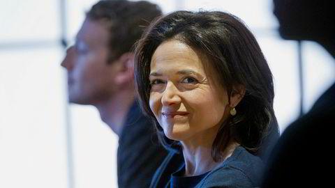 – Video eksploderer på våre plattformer, sa Facebooks driftssjef, Sheryl Sandberg onsdag. Toppsjef Mark Zuckerberg i bakgrunnen.