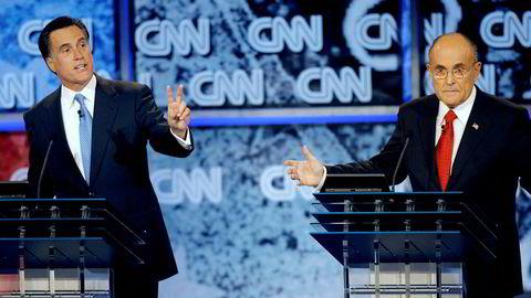 Tidligere guvernør i MassachusettsMitt Romney (t.v.) og tidligere New York-ordfører Rudolph Giuliani under en debatt da de begge stilte som republikanernes presidentkandidat i 2008. Romney vant nominasjonen, men tapte mot Barack Obama i presidentvalget.