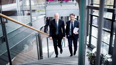 Konsernsjef Sigve Brekke til venstre og finansdirektør Jørgen C. Arentz Rostrup i Telenor er i ferd med å løse mobilknuten i Thailand.