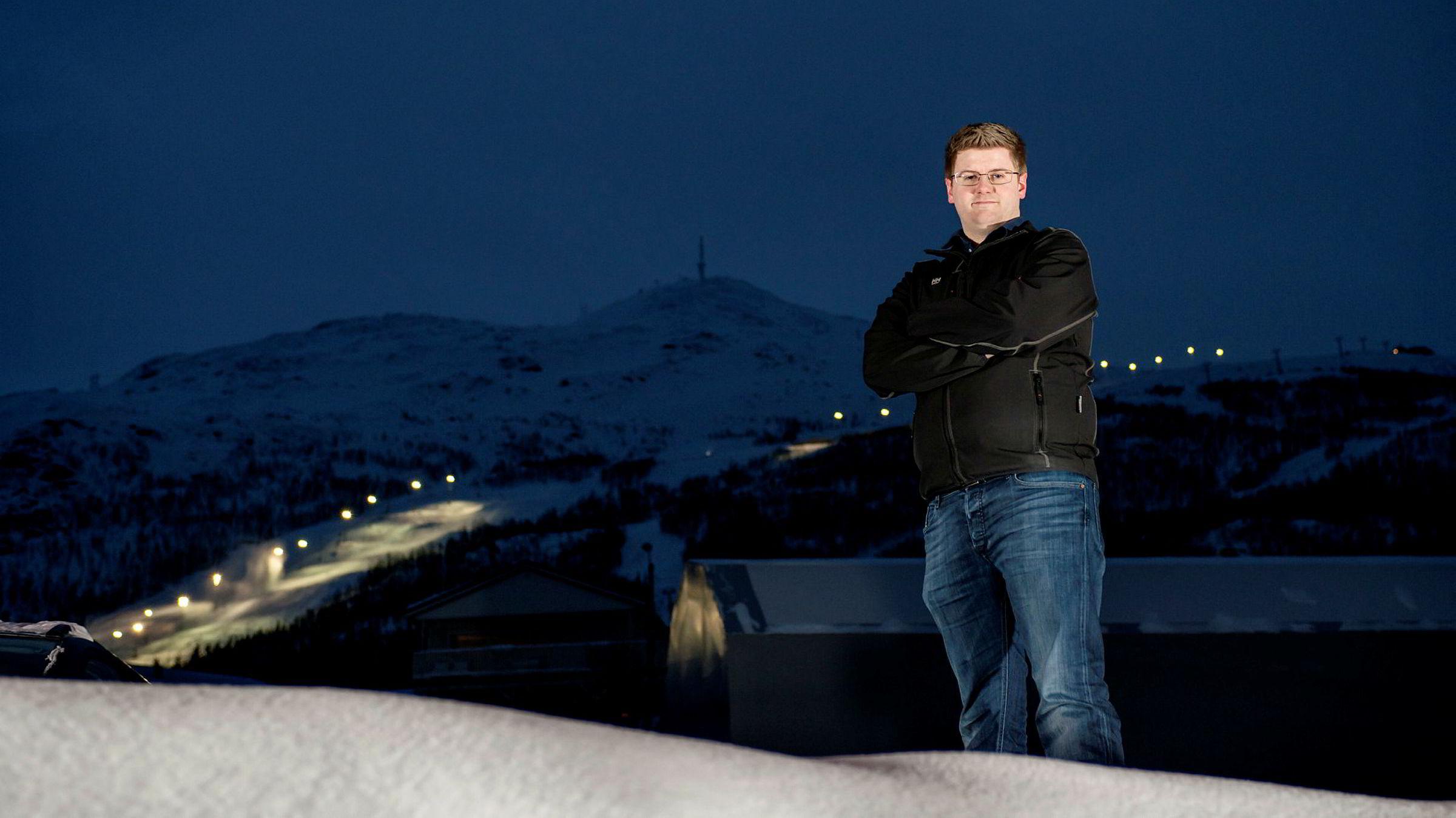 Jon-Inge Fæster (27) ville ikke bruke tre år på studiespesialiserende fag på videregående. Han tok i stedet fagbrev som rørlegger og søkte seg inn på ingeniørutdannelse via den såkalte«y-veien».