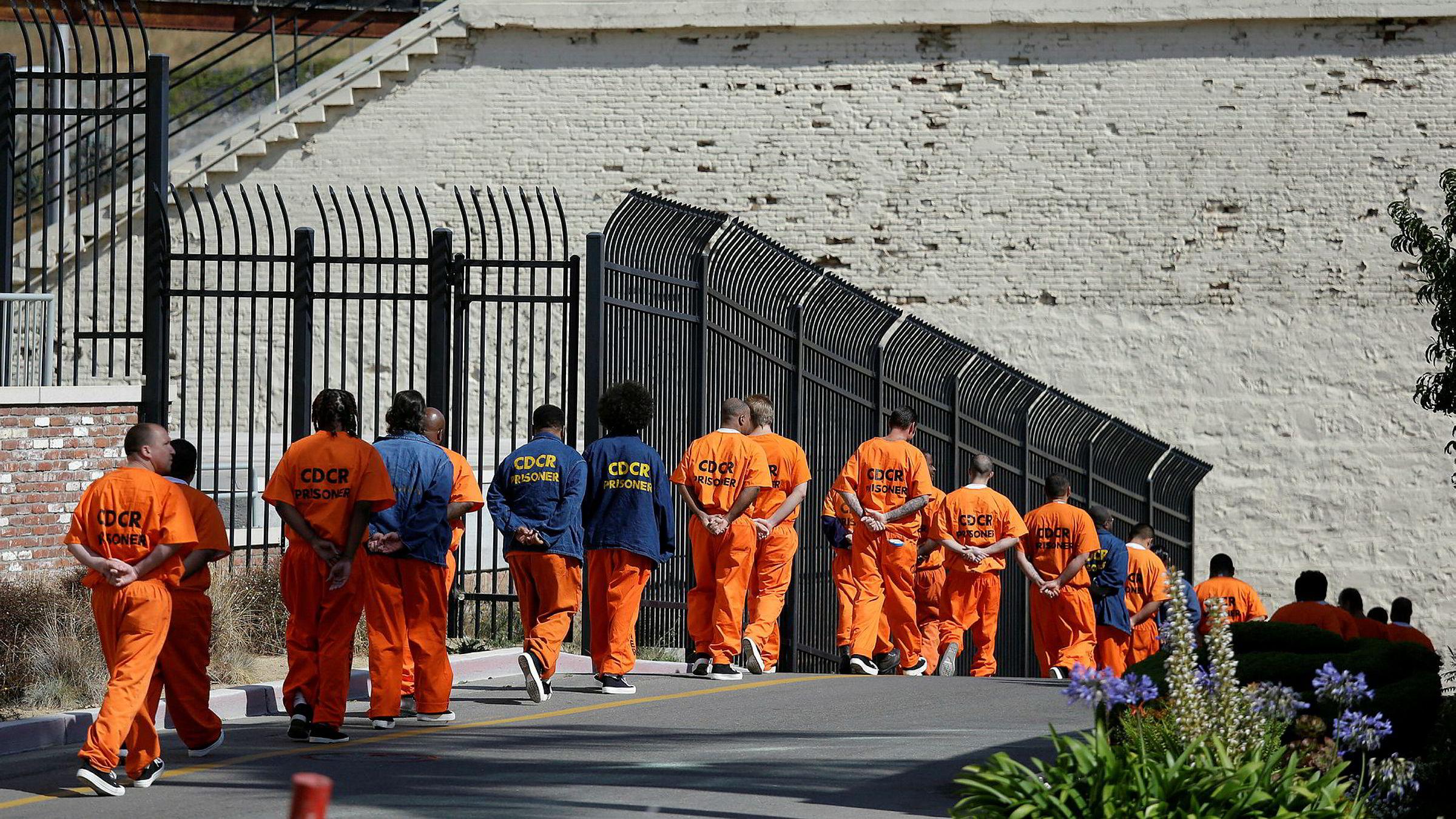 Domstolene i noen av statene i USA har tatt i bruk maskinlæring i et system for utmåling av straff og kausjonsbetingelser. Dobbelt så mange afroamerikanere som hvite ble feilaktig ansett å ha høy risiko for å begå nye lovbrudd.