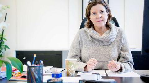 Likestillingsombud Hanne Bjurstrøm reagerer på at kvinner ikke når de høyeste inntektene.