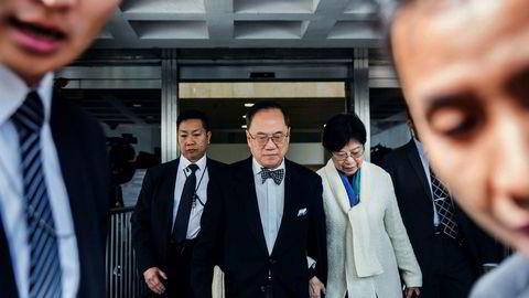 Hong Kongs tidligere toppsjef Donald Tsang er tiltalt for uredelighet i tjenesten og korrupsjon. Han risikerer 21 års fengsel. Her ankommer han retten sammen med sin kone