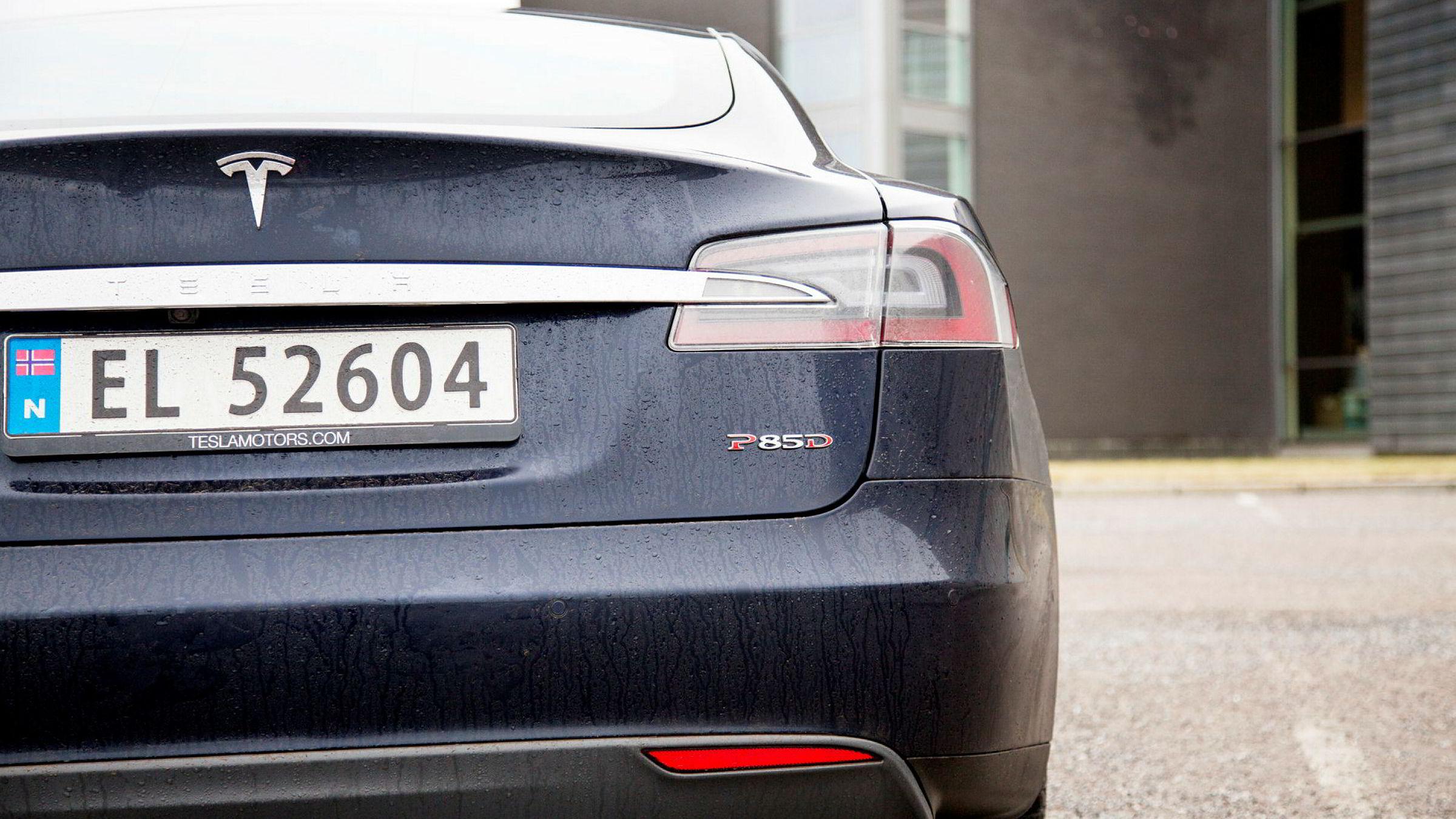 Ti eiere av Tesla Model S P85D skal i desember prøve saken i Oslo tingrett.