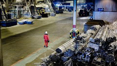 Unntatt leverandørindustrien har norsk industriproduksjon falt siden 2012, uten klar vekst siste år, skriver artikkelforfatteren.