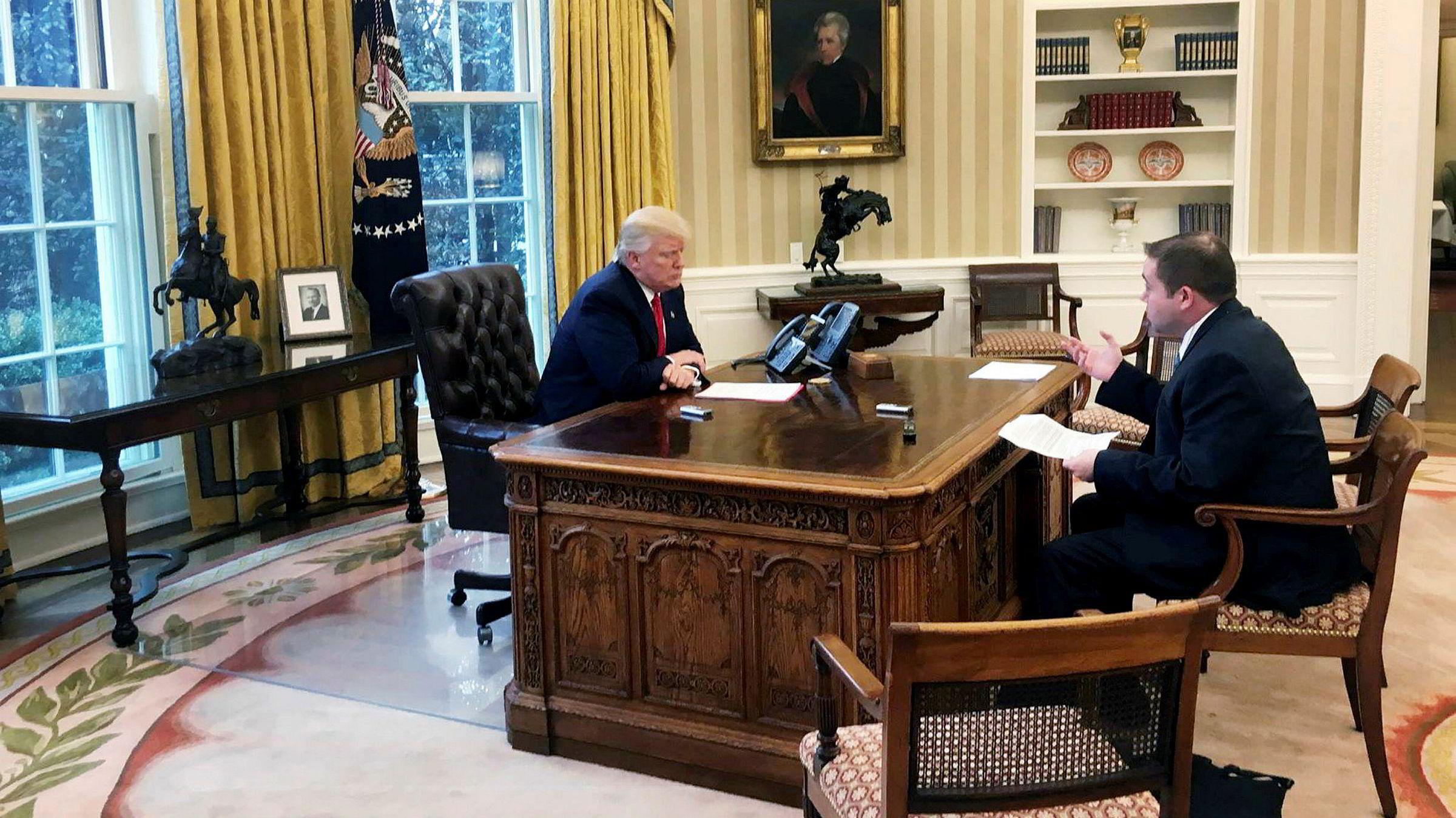 Breitbarts politiske redaktør, Matthew Boyle i møte med president Donald Trump.
