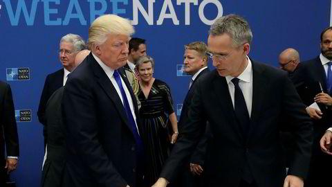 USAs president Donald Trump lekset torsdag opp for Nato-sjef Jens Stoltenberg og sine allierte på Nato-toppmøtet i Brussel. Men hjemme i USA blokkerer domstolene for Trumps innreiseforbud.