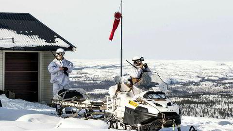 Utstasjonering av amerikanske soldater på Værnes, allierte storøvelser nærmere den russiske grensen, og utredninger om hva Norge kan bidra med i USAs rakettskjold for å svekke Russlands atomstyrker på Kola, kommuniserer derfor én ting: at potensielle kriser i nord ikke skal få utvikle seg til å bli en kamp med Norge, men en kamp om Norge.