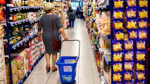 Prisforskjellene mellom Norge og nabolandene er ikke stor bare på kjøtt, melk og ost, men også på bearbeidede næringsmidler og merkevarer som kan importeres til lavere eller ingen tollsatser: 64 prosent høyere priser enn i Sverige, som utgjør 14 milliarder kroner årlig for norske forbrukere, skriver Ivar Gaasland i kronikken.