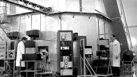 Utgangspunktet for Institutt for atomenergis datarevolusjon var forskningen rundt de to forsøksreaktorene i Halden og på Kjeller, skriver artikkelforfatteren. Bildet viser atomreaktoren på Kjeller.