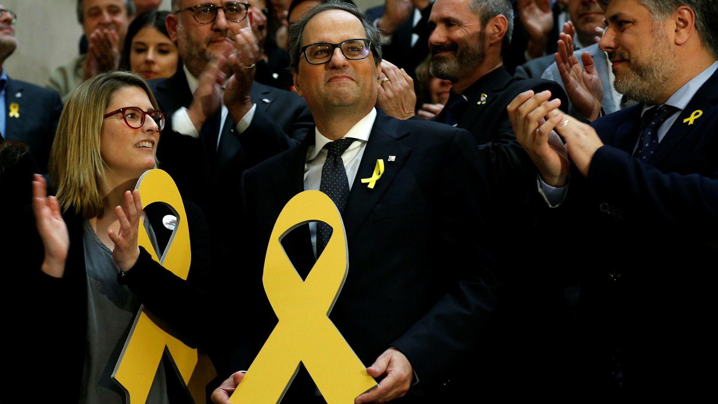 Separatistlederen Quim Torra (i midten) ble mandag valgt til ny regionspresident i Catalonia.