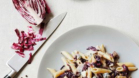 Skjønne blader. Et salathode og litt blåmuggost gir deg smaken av Italia på kun få minutter.