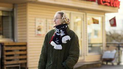 Gammelt blir nytt. Molly Uddén er inspirert av stilen til sin egen bestemor. Hun er tekstil-håndverker som reparerer alt, gjerne med tråder i forskjellige farger, forteller Uddén.