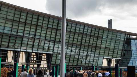 Tekenor bekrefter overfor at hovedkontoret på Fornebu er blant byggene som vurderes solgt.
