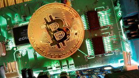 Bitcoin-kursen ble halvert på tre dager i mars. Nå er den tilbake på over 10.000 dollar.