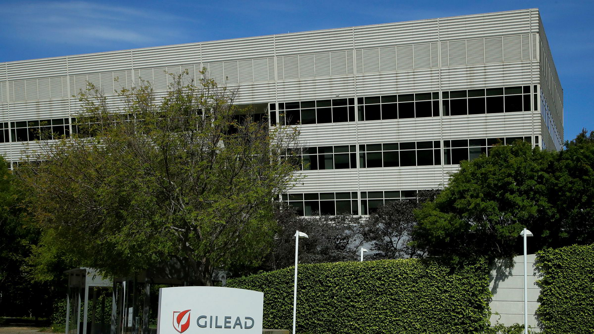 Den amerikanske legemiddelprodusenten Gilead produserer Remdesivir, som kan bli brukt til å behandle covid-19.