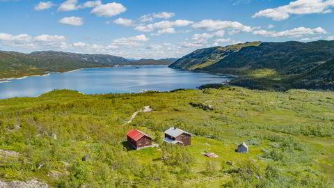 I fjor kjøpte eiendomsmilliardær Ivar og sønnen Nick Walter Tollefsen et gigantisk jaktterreng i Havradalen i Vinje kommune i Telemark for 33 millioner kroner. Nå har de søkt kommunen om å få rive og sette opp nye hytter.