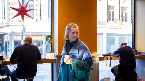 Seniorøkonom Marthe Norberg-Schultz Hagen i Samfunnsøkonomisk Analyse synes det er noe herk med hjemmekontor – og liker seg bedre på Kaffebrenneriet i Markveien.
