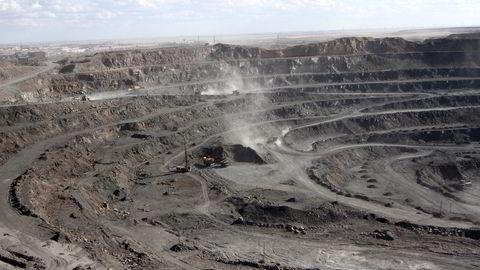 Materialer i produksjonsprosesser kan ikke bare byttes ut over natten. Her fra en jordgruve i Kina.