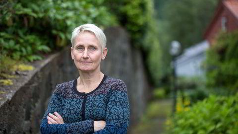 NHH-professor Karin Thorburn mener tirsdagens nyheter fra Aker Biomarine åpenbart ser ut som informasjonspliktig informasjon.