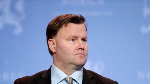 Assisterende helsedirektør Espen Rostrup Nakstad gjør rett i å advare mot senkede skuldre.