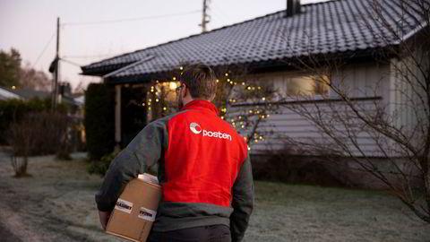 Posten har i år måttet håndtere 50 prosent flere pakker før jul enn de gjorde i 2019.