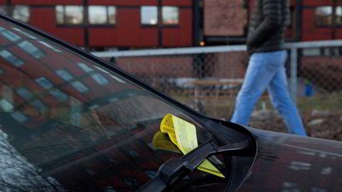 Av erfaring vet vi at en parkeringsbot kan forsvinne i en bukselomme, skriver Inger Lise Blyverket i innlegget.
