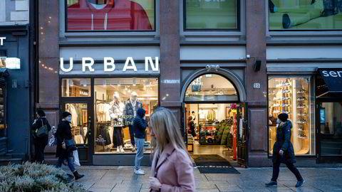 Etter store tap velger Varner å legge ned Urban-kjeden. Her fra butikken på Karl Johan.