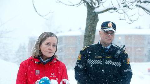 Regionleder Toril Hofshagen i NVE og i politiets innsatsleder Roy Alkvist (til høyre) under en pressekonferanse om raset i Gjerdrum.