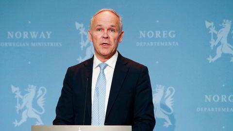Finansminister Jan Tore Sanner presenterte nye støttetiltak for koronarammede bedrifter 10. november.
