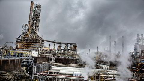 Equinors raffineri på Mongstad er under lupen etter oljetilsig.
