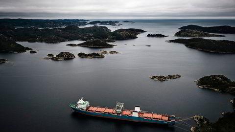 Skipet «Harrier» ble stoppet på vei ut av Norge i 2017, da norske myndigheter mistenkte at skipet skulle smugles ut til strandhugging i Pakistan. Skipet lå lenge i arrest i Spindsfjorden utenfor Farsund