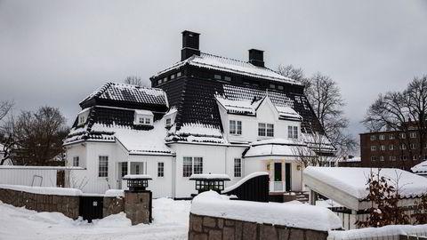 Dette er villaen som Denise Anfinnsen kjøpte i 2016 – og som har versert for retten i årene siden.