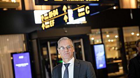 SAS-sjef Rickard Gustafson tror koronavaksine kan hjelpe til å få grensene åpent frem mot neste sommer. I så fall tror han på en bølge av bestillinger fra kunder som savner å reise. Her fra Kastrup-flyplassen i København.