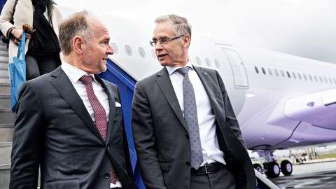 SAS' styreleder Carsten Dilling (til venstre) roser avtroppende sjef Rickard Gustafson: – Når man har hatt et bra samarbeid med én av Skandinavias beste toppledere, er det enormt ergerlig at det er over. Når det er sagt: Han har brukt de beste årene av karrieren i SAS, sier Dilling. Bildet er tatt på Kastrup i København sent i 2019.