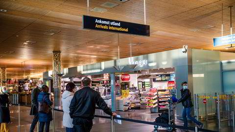 Innreisende til landet må følges opp bedre enn i dag – for å unngå importsmitte.