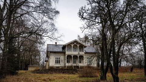 Den staselige sveitservillaen i Ullevålsveien 116 har stått tom i flere år. Nå tvangsselges den sammen med tomten på nesten seks mål.